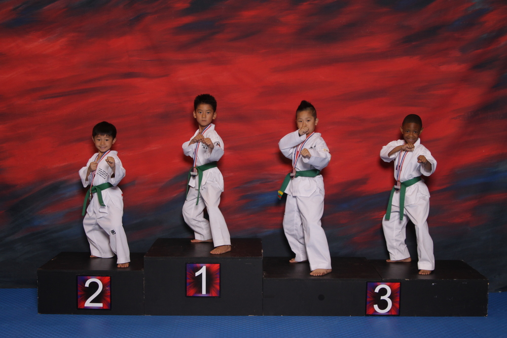 ERIC GROUP PODIUM POOMSAE.JPG