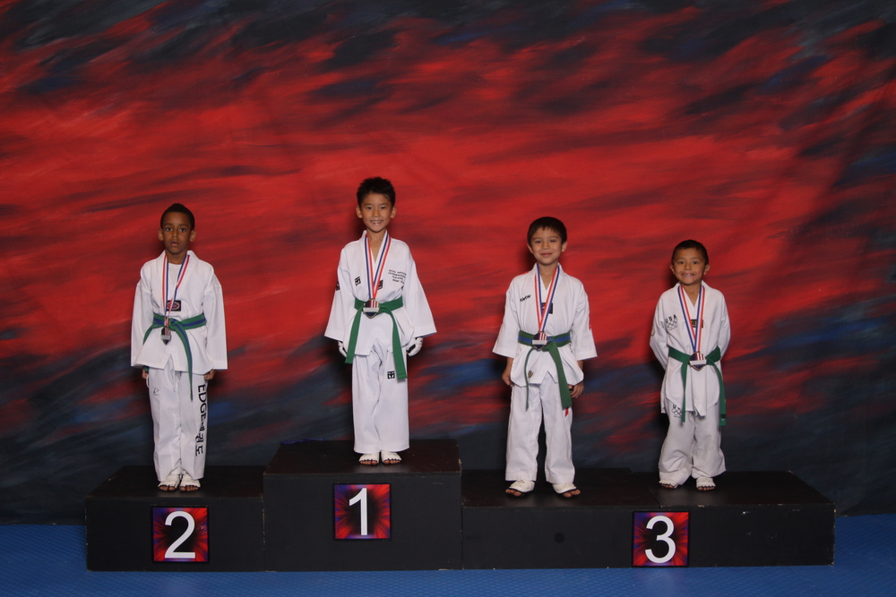 ERIC GROUP PODIUM SPARRING.JPG