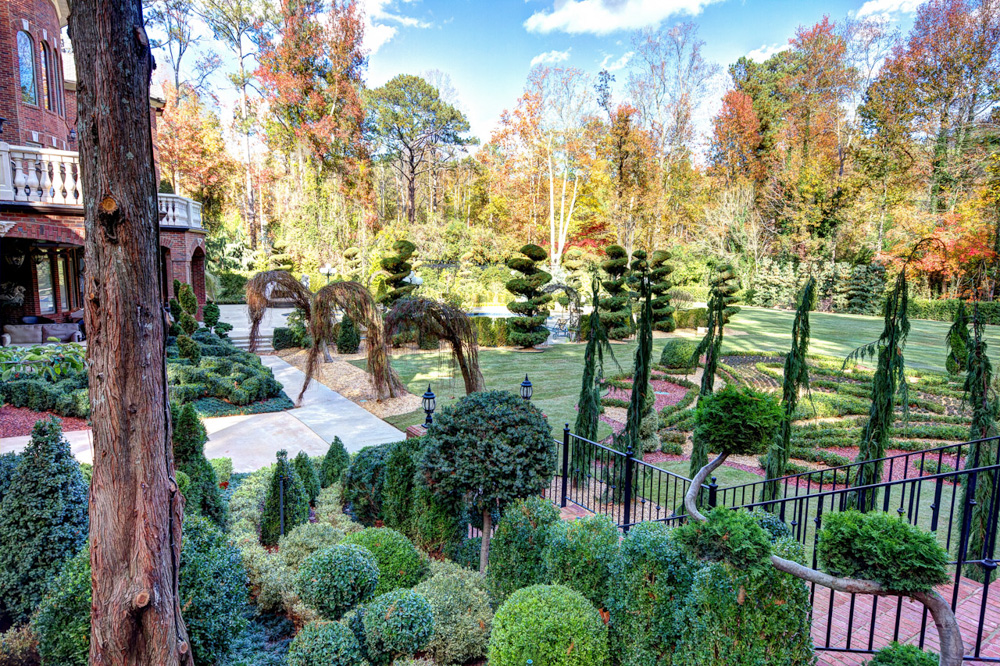southeast parterre partial topiary knot garden and grounds.jpg