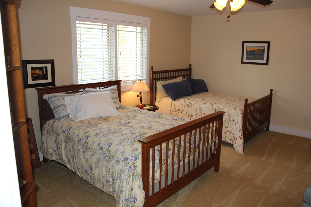 21 1st guest room.JPG