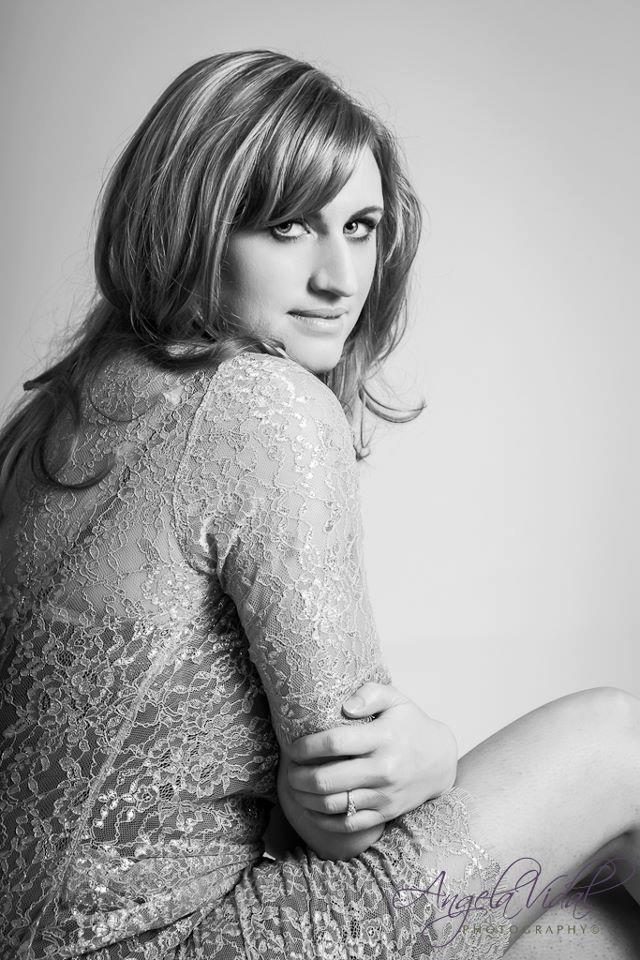 Photography: Angela Vidal Model: Jodi Makeup: Kelly Manu