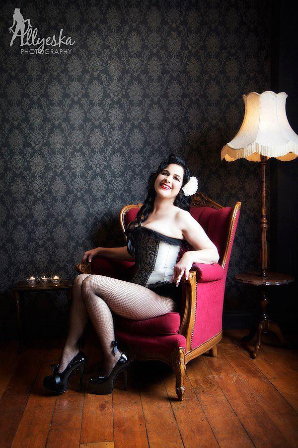 Photography: Allyeska Photography  Model: Miss Nicola Makeup: Kelly Manu Hair: Belle's Bombshells  Location: Hooch Bar