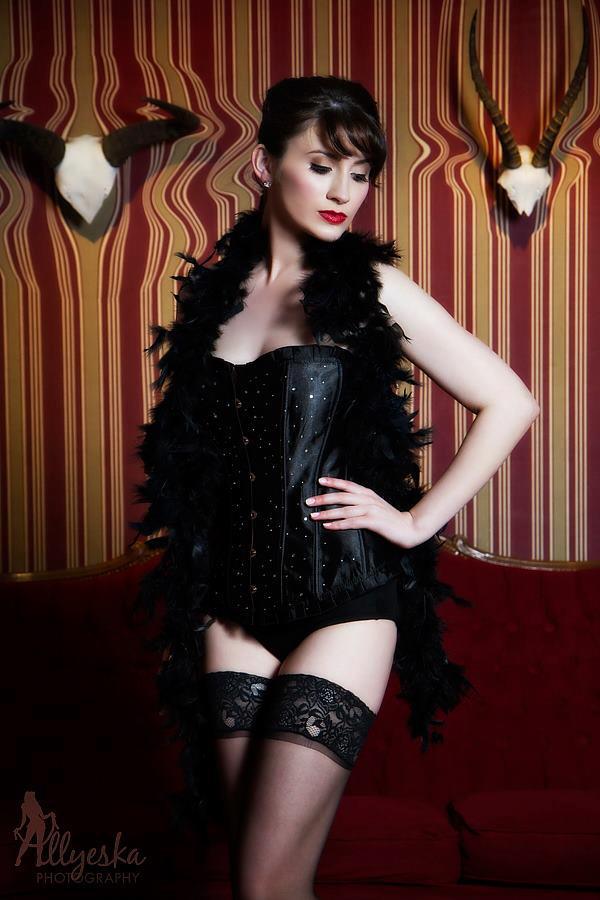 Photography: Allyeska Photography  Model: Kitty B. Good  Makeup: Kelly Manu Hair: Belle's Bombshells  Location: Hooch Bar