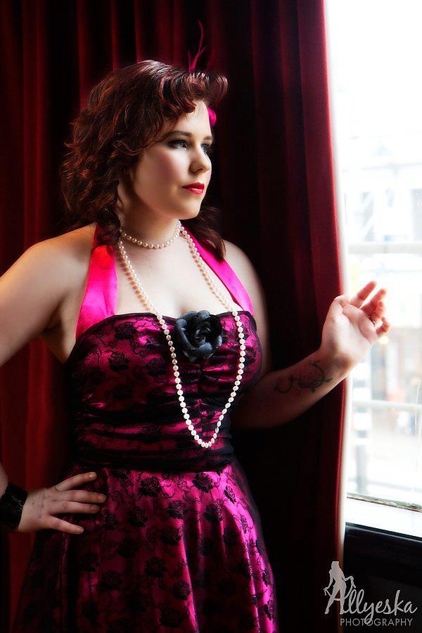 Photography: Allyeska Photography  Model: Vienna Ivy  Makeup: Kelly Manu Hair: Belle's Bombshells  Location: Hooch Bar