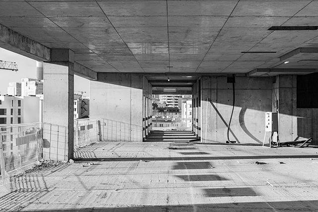 Trip to varso complex. #archiminimal #warszawa #skyscrapers @hraarchitekci @fosterandpartners #fosterandpartners #hraarchitekci #architecture #details #construction #cranespotting #arkiminimal