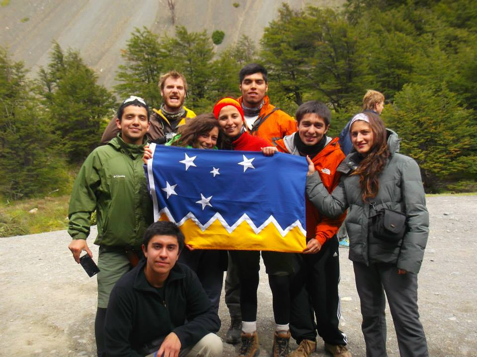 La familia representing the flag of Magallanes (Chile's southernmost region where Torres del Paine and Punta Arenas are located)