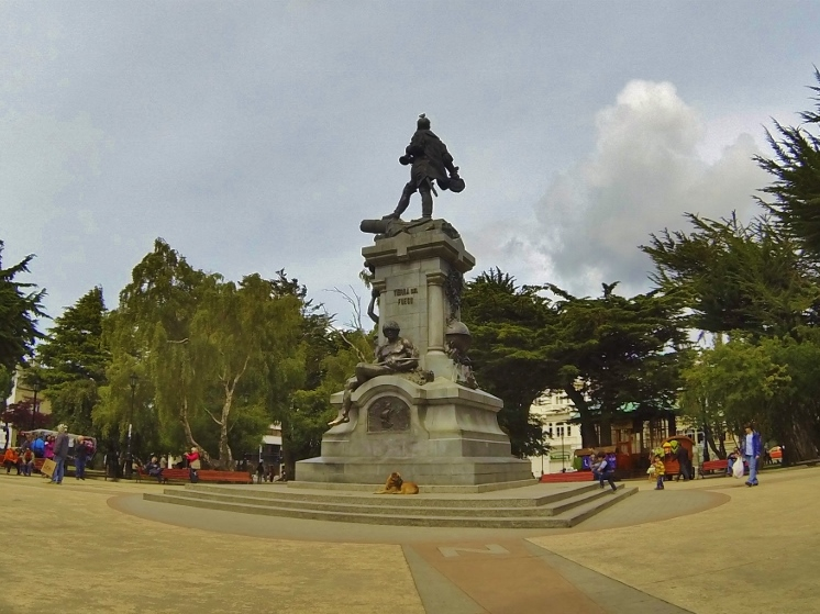 Plaza de Muñoz Gamero. The status of Magellan stands in the middle of the plaza, and you can see the indio with his shiny bronze pata below
