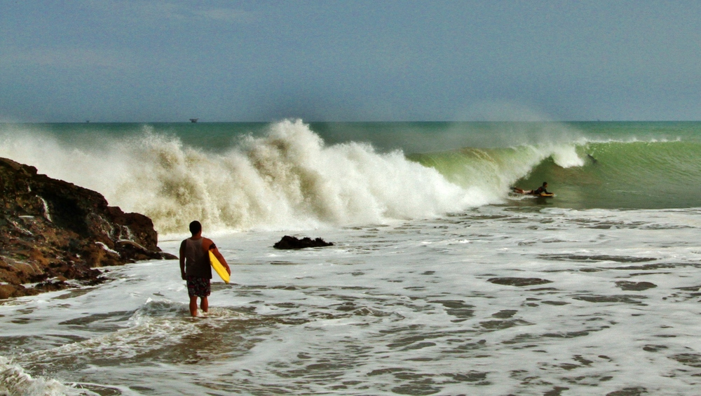 Piscinas, Lobitos' biggest wave.  Don't get smashed on the rocks