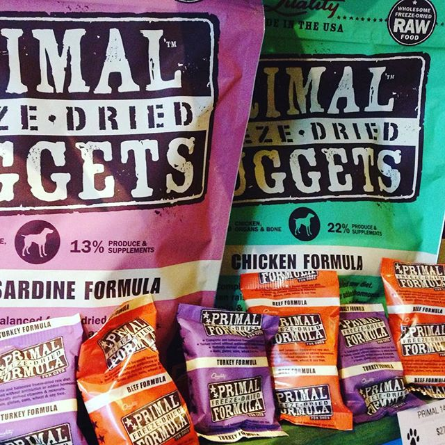 Treat of the day is by Primal. One of my favorite products: They make both a great food and treat in one. No fillers in this, 100% freeze dried goodness! Stop by with your dog for a sample today. #muddypawsny #ilovemydog #brooklyndogs