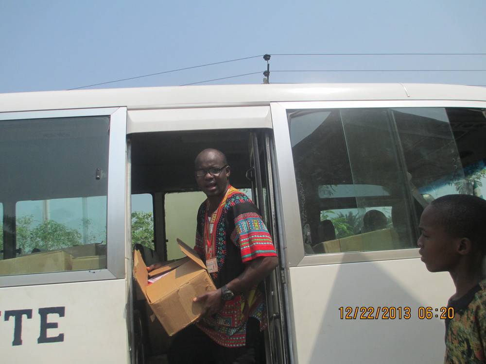 ACpacking boxes in a bus in Nigeria .JPG