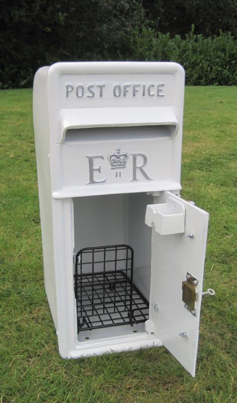 White Royal Mail Postbox2.jpg