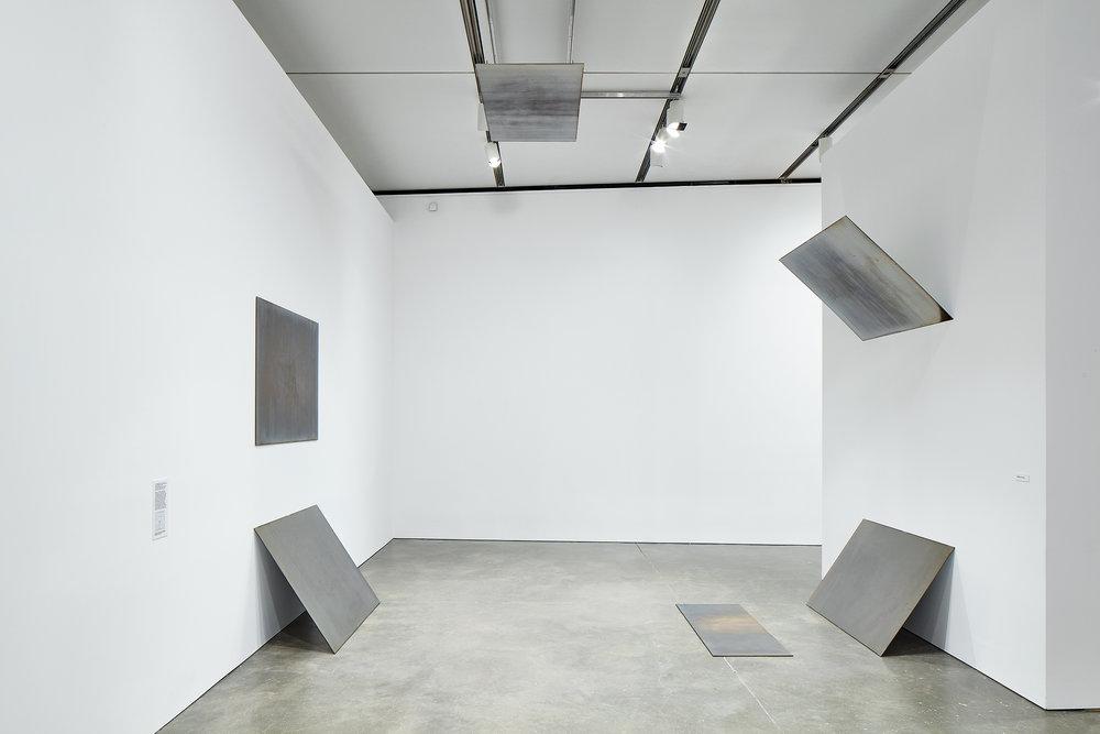 Tilt / Swing (360° field of vision, version 1), 2009. Exhibition: Liz Deschenes, ICA Boston (June 29 - October 16, 2016). Photos courtesy the artist and Miguel Abreau Gallery, New York.