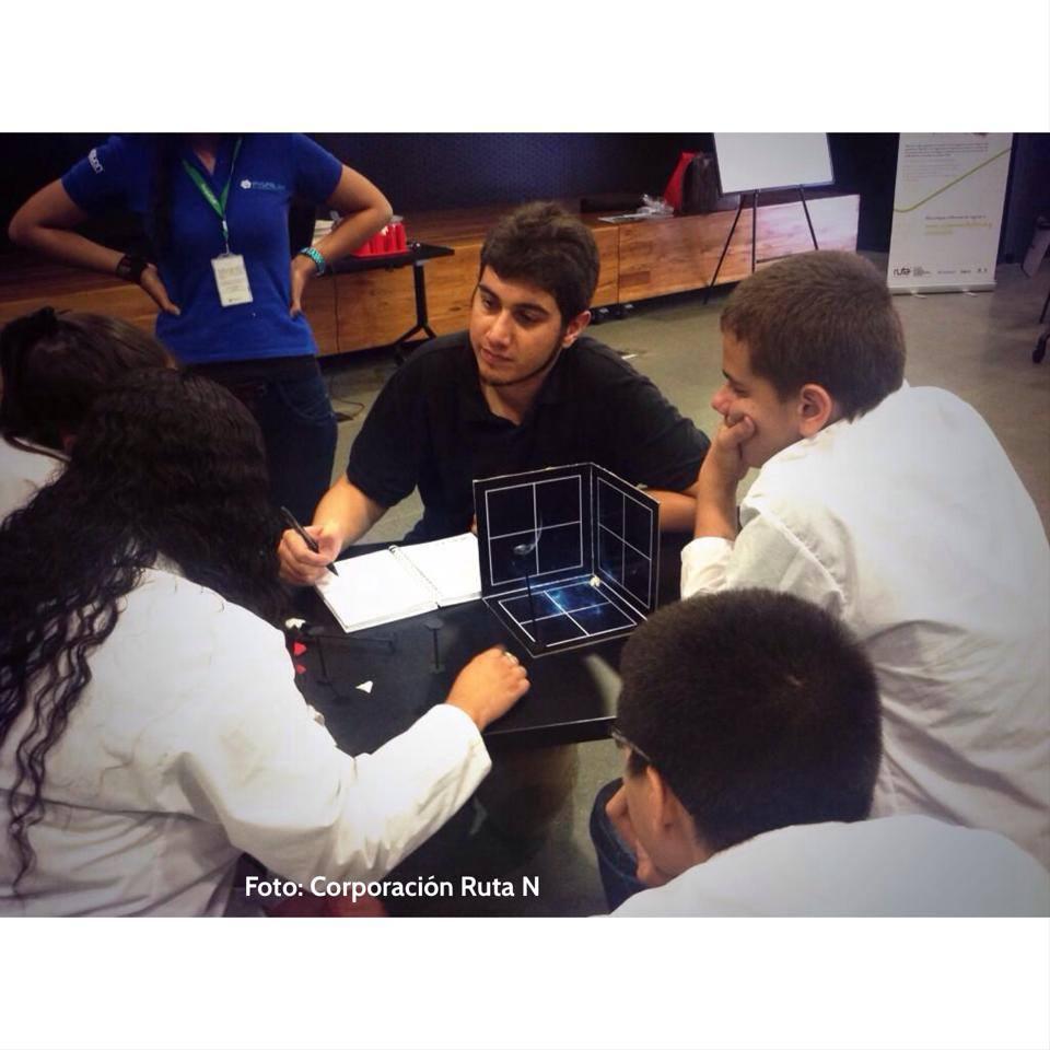 """Explicando las reglas de """"Batalla Espacial"""" juego desarrollado para fortalecer los fundamentos en coordenadas y puntos en un espacio tridimensional"""