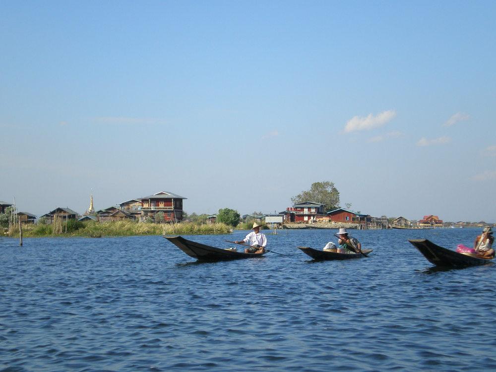 inle boats.JPG