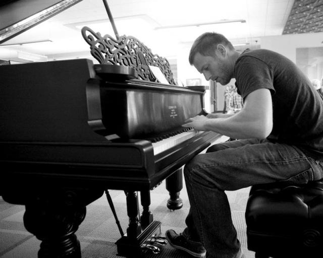 Elijah Bossenbroek - Pianist