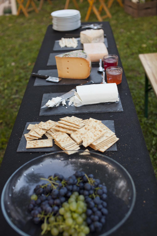 Foto: Melanie Samat. Rabarber- en kweeperengelei uit de boomgaard, heerlijk zoete druiven uit de kas van het natuurgoed en hazelnoten en walnoten die door iedereen zelf gekraakt mochten worden.