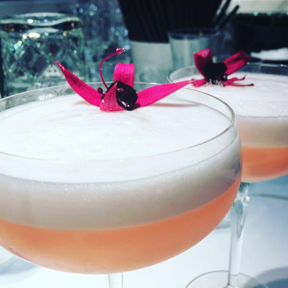 Magnolia Blush. Een extravagante cocktail met de bijzondere smaak van het parfum van Magnoliabloesem