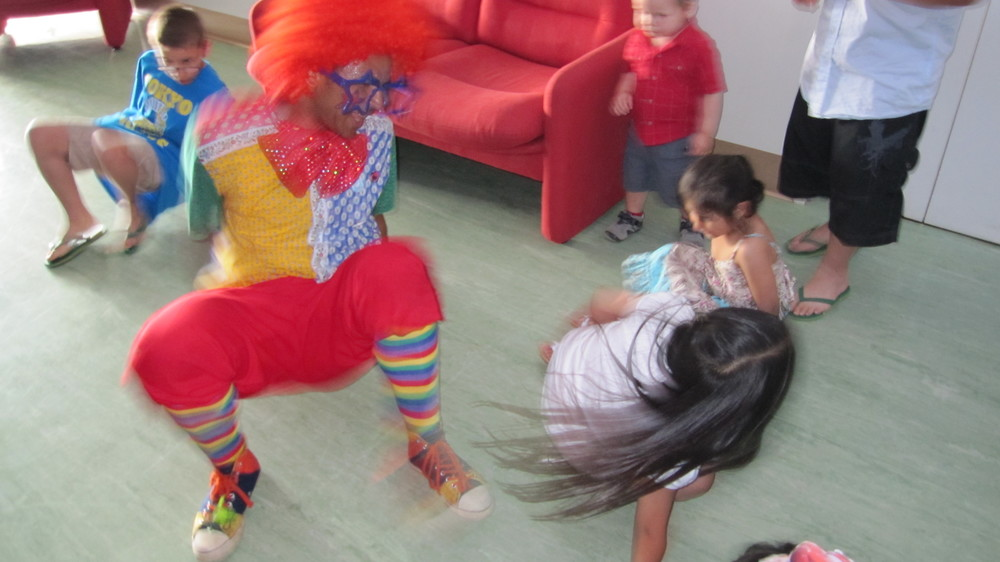 leefy the clowns dace moves.JPG