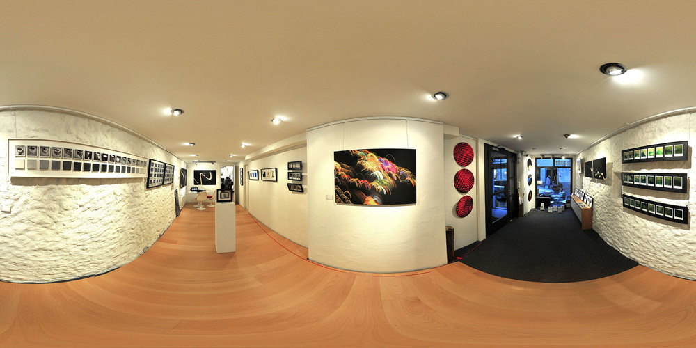 sonjART galerie opening panoramashot   Invitation card below