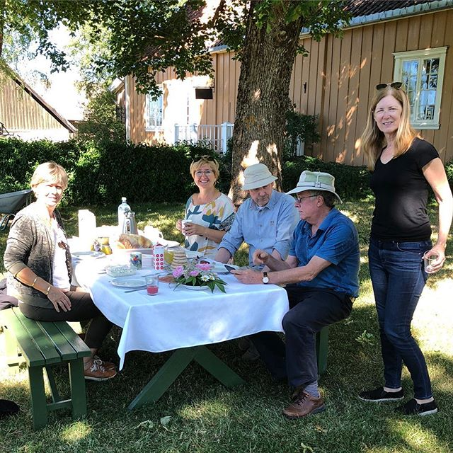 We got together with @lunderelisabeth and Ole Marius Grønlien for an early lunch. Thanks, Tittei, for such a thoughtful experience. #picnic #norway #bfh #bondelagetsfolkehøgskole