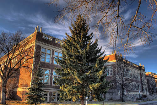 The University of Alberta has the largest number of graduate students enrolled in Alberta
