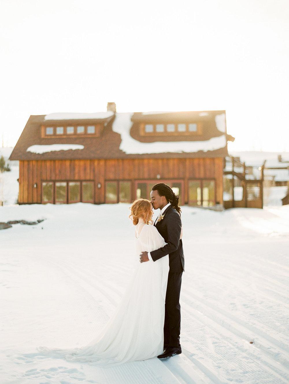 Dani-Cowan-Photography-Devils-Thumb-Ranch-Winter-Luxury-Wedding178.jpg
