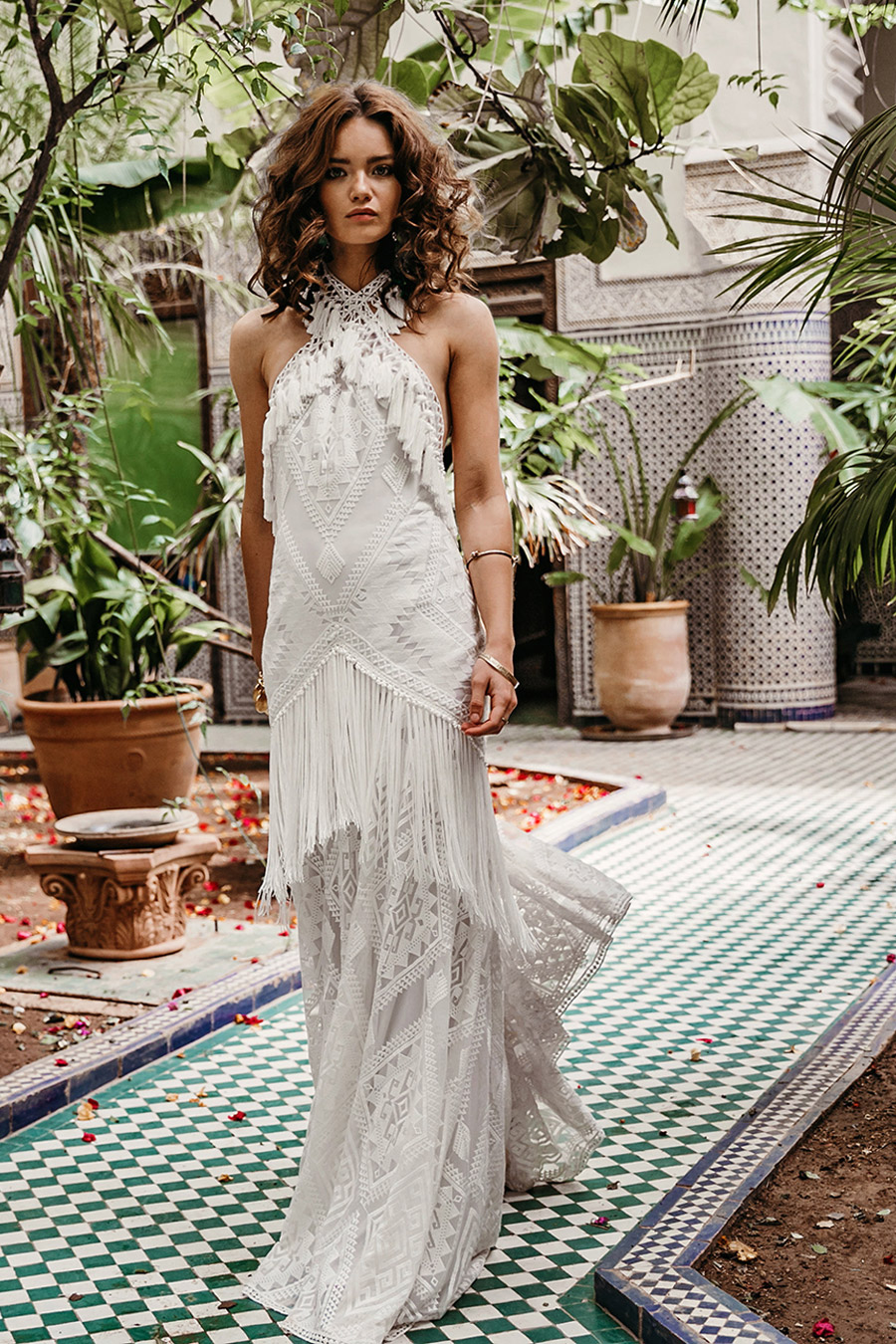 For the bride who beats to her own drum and believes in being her authentic self, Zorah is without a doubt your wedding dress! With its show-stopper qualities and head-turning details, this wedding gown's appeal is nothing short of magical.