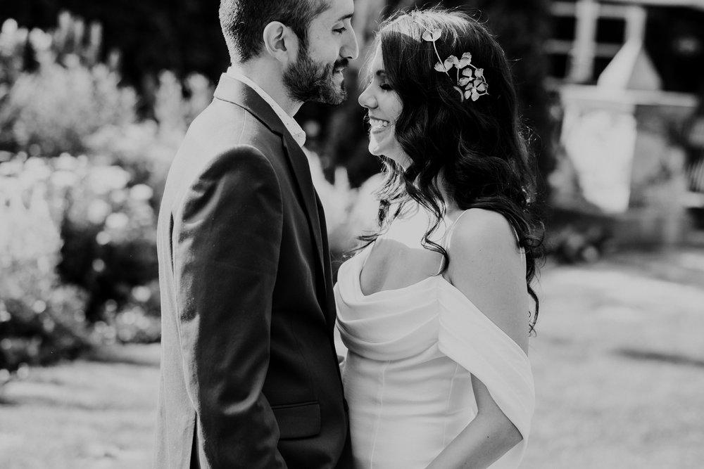 Vanessa&Martin-TaraLillyPhotography031.jpg