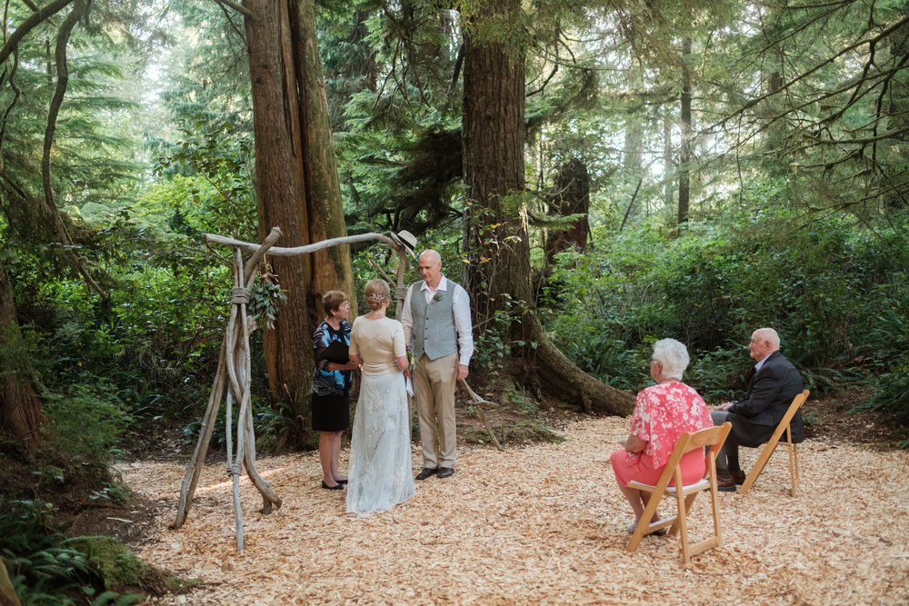 tofino-ucluelet-vancouver-island-wedding-engagement-photographer-photography