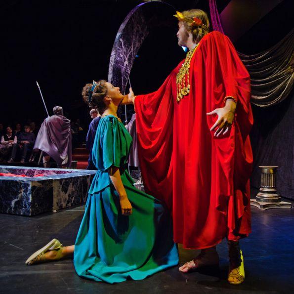 """На этот раз  Алексей Васильевич Парин  предложитслушателям «ключи» к прочтению спектаклей «режиссерского» театра на примере оперы Клаудио Монтеверди """"Коронация Поппеи"""".     Лекция пройдёт в Усадьбе Зубовых 9 февраля, начало в 19.00 -------------------------------------------------------------------------------------------------------------- Стоимость билетов на лекцию - 500 руб .   Билеты можно бронировать по телефону в Усадьбе - +7495 91261 21"""