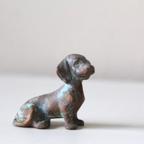 Dachshund mini figuring... it's the last copper Patina figure in the Etsy shop! No worries more trinkets and collectibles will be available before the New Year!! What do you wanna see?? • • • #dachshund #figurine #copperpatina #doglover #doxie #doxielover #vintagedog #etsyseller #eclecticvintagegoods