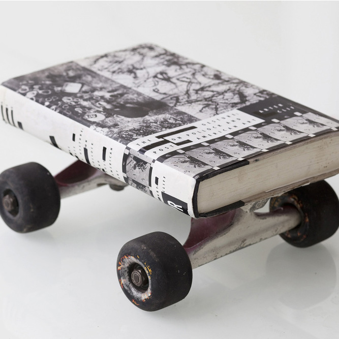 Historia Sobre Ruedas / History on Wheels  These sets of works aim to establish a parallelism between the history of contemporary art and the history of skateboarding.