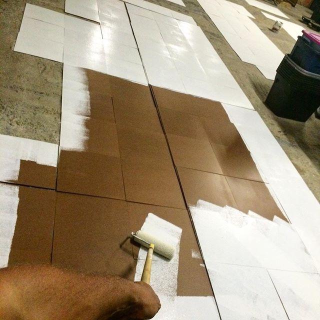 Preparando los 'canvas' para la exhibición en @embajadada , el próximo 3 de Junio... Mil cuatrocientos ochenta y cuatro 'rides' en patineta!....