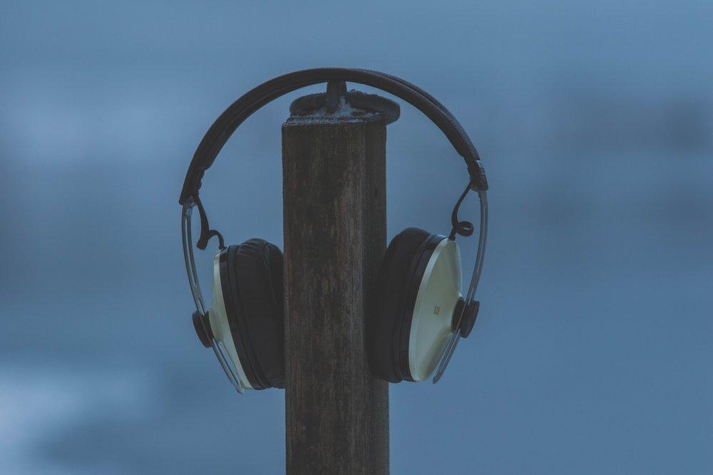 LISTEN -