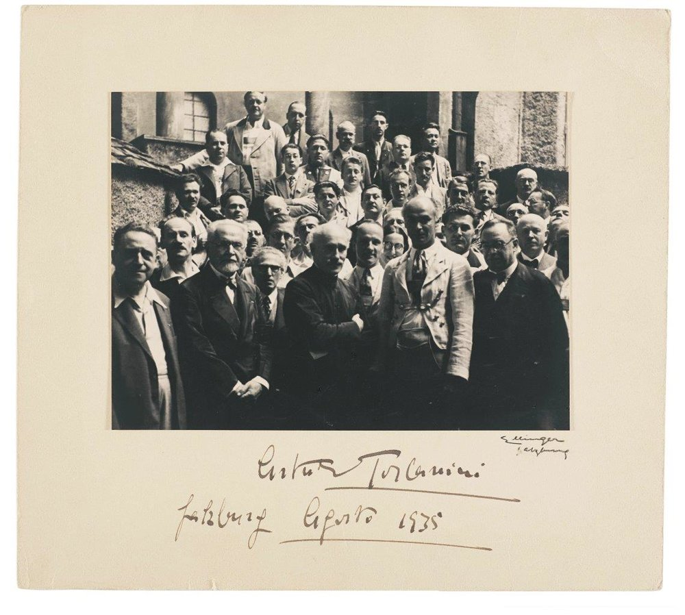 Members of the Vienna Philharmonic with conductor Arturo Toscanini, Salzburg 1935 (c) Historisches Archiv Wiener Philharmoniker