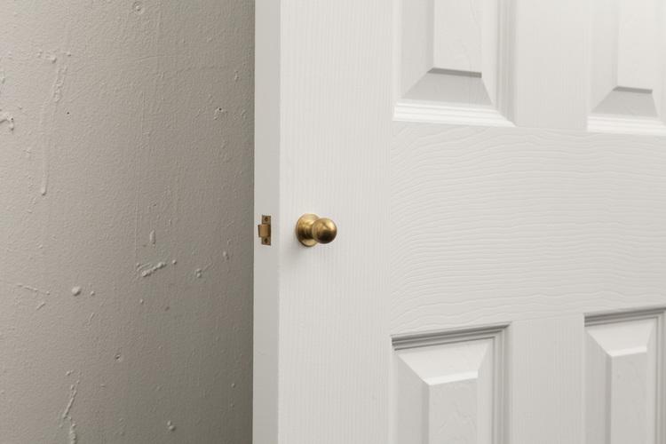 Tiny Doorknob — Saul Schisler