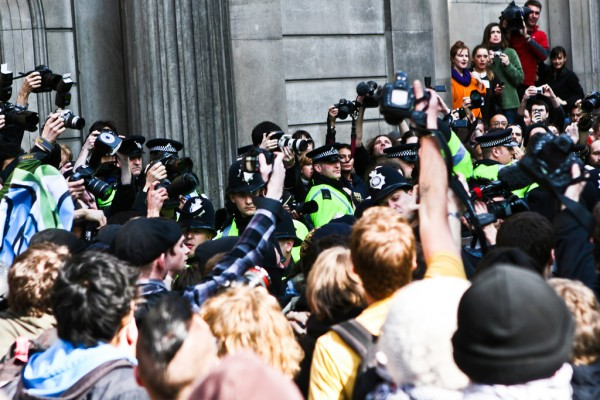 g20-riot-photographers-police-carnage-funny