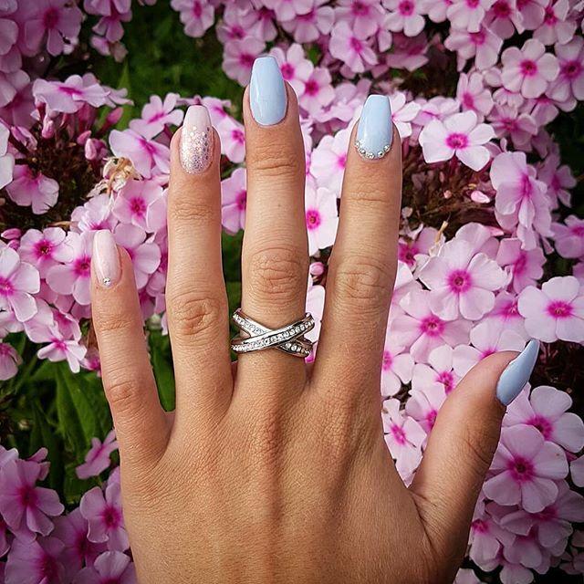 Kundbild 😍 akrylnaglar av Madde  #salong #salongprettyplease #sundsvallsstörstaskönhetssalong #sundsvall #nails #naile #naglar #nail #nailstagram #nailart