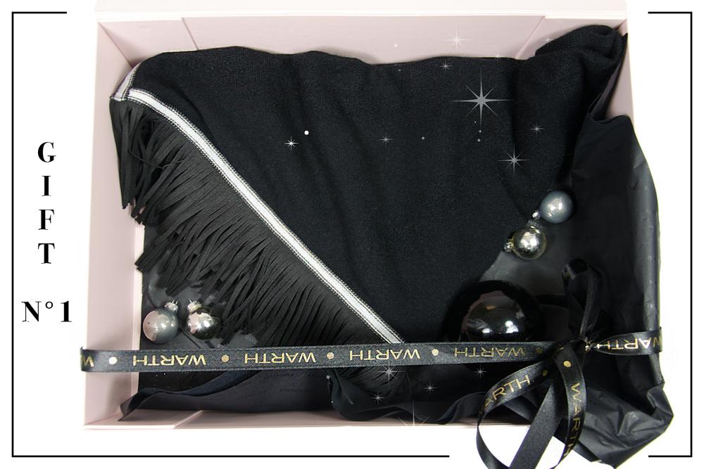 Für Lieblingsmenschen Das edle Cashmere-Tuch mit Lederfransen ist ein ganz besonderes Geschenk! Insieme 249,- Shop @ Modehaus Keller-Warth Biberach Warth women Biberach/Ravensburg