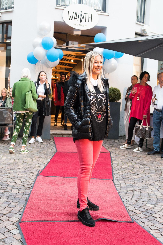Fashionshowbackstage_6.jpg