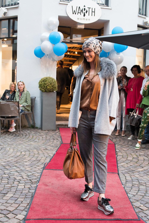 Fashionshowbackstage_18.jpg
