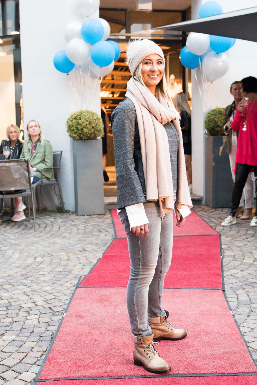 Fashionshowbackstage_23.jpg