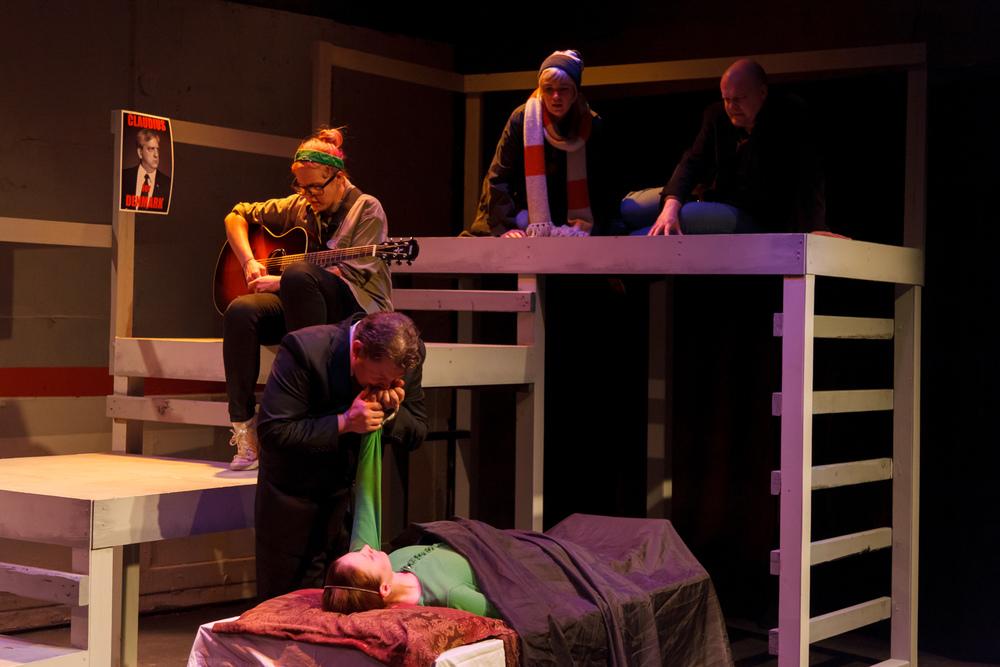 Hamlet-122-9047.jpg