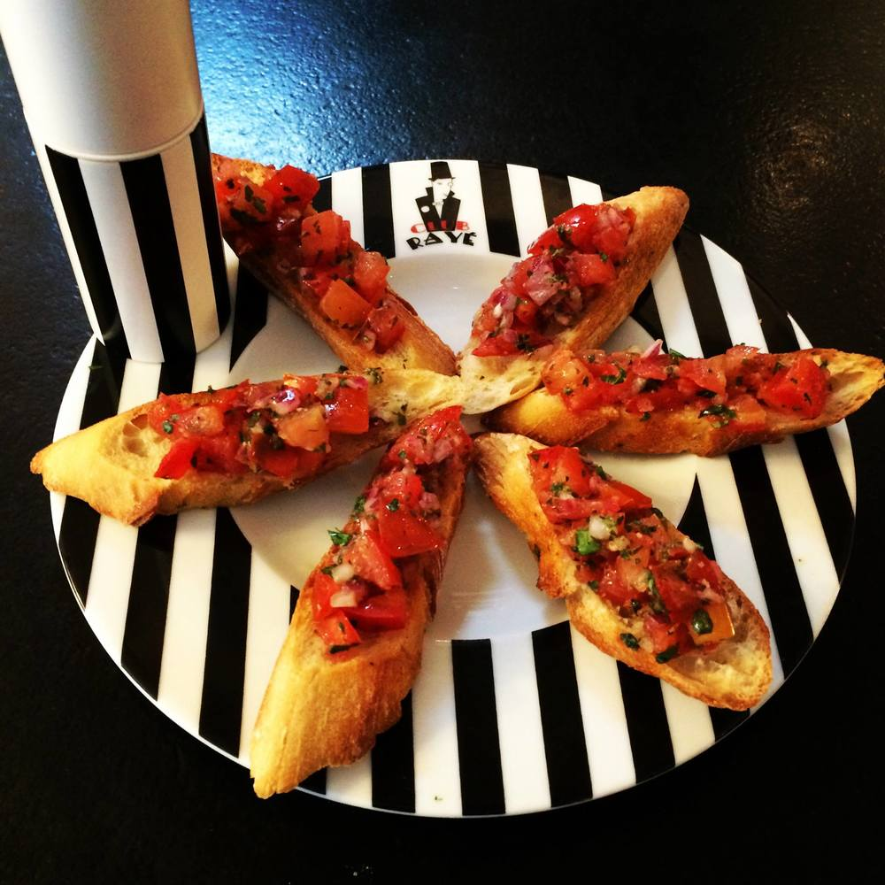Club Rayé's chef Simon says : Bruschetta !