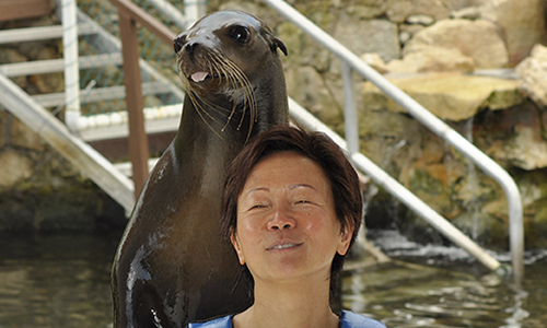 Alice_Tobin_with_seal_in_Mexico.jpg