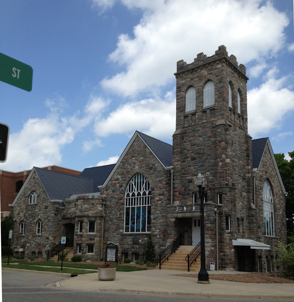 Street view of the First Presbyterian Church of Mason.