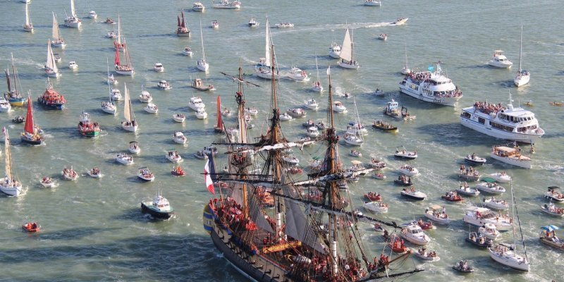 Out to the Atlantic! On September 7, 2014, the Hermione, pictured above, was accompanied by an enthusiastic flotilla of sail and motorboats as she made her way to the Atlantic for sea trials.