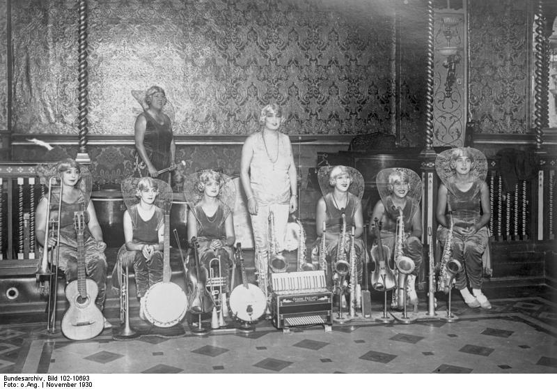 Bundesarchiv_Bild_102-10693,_Italienische_Damen-Jazzband.jpg