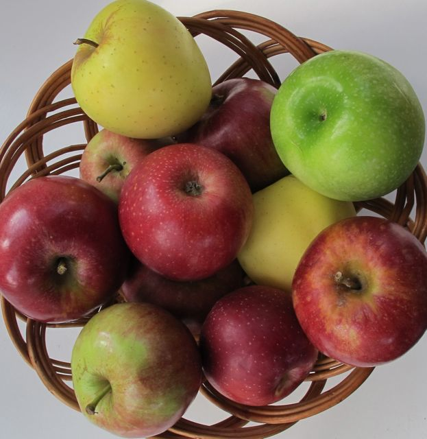 basket of apples for applesauce