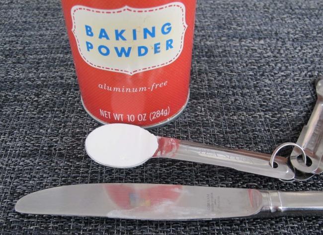 20130125measuringbakingpowder.jpg